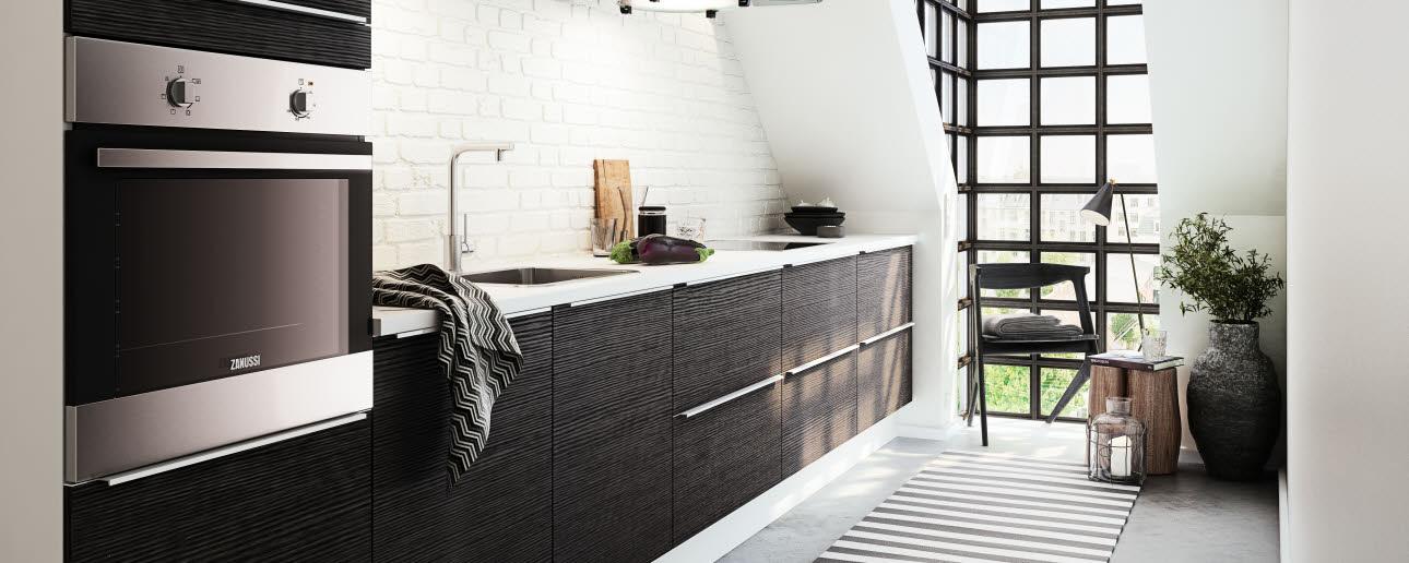 Mustavalkoinen keittiö – Lähellä tulisija